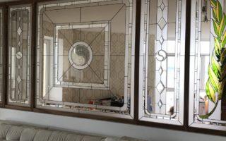 Использование витражей как элемента декора и зонирования помещений
